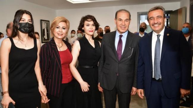 CHP'li Başkan MHP'li Baş Danışmanın Kurdelesini Kesti